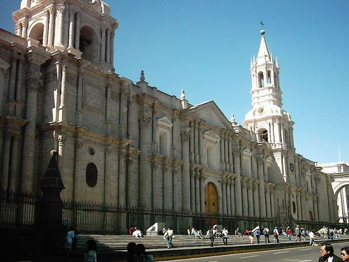 800px-Basilica_Cathedral_of_Arequipa.jpg